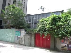修復中的台北市和平東路「台北留聲知音廣播殿堂」(張方遠攝)